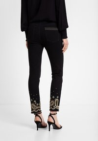 Desigual - DENIM_VIOLETA - Slim fit jeans - black - 2