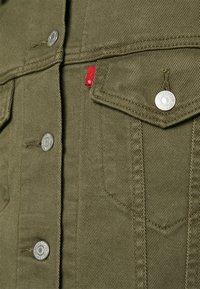 Levi's® - EX-BOYFRIEND TRUCKER - Jeansjakke - tensile olive - 3