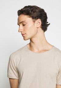 Weekday - DARK - T-shirt - bas - beige - 3