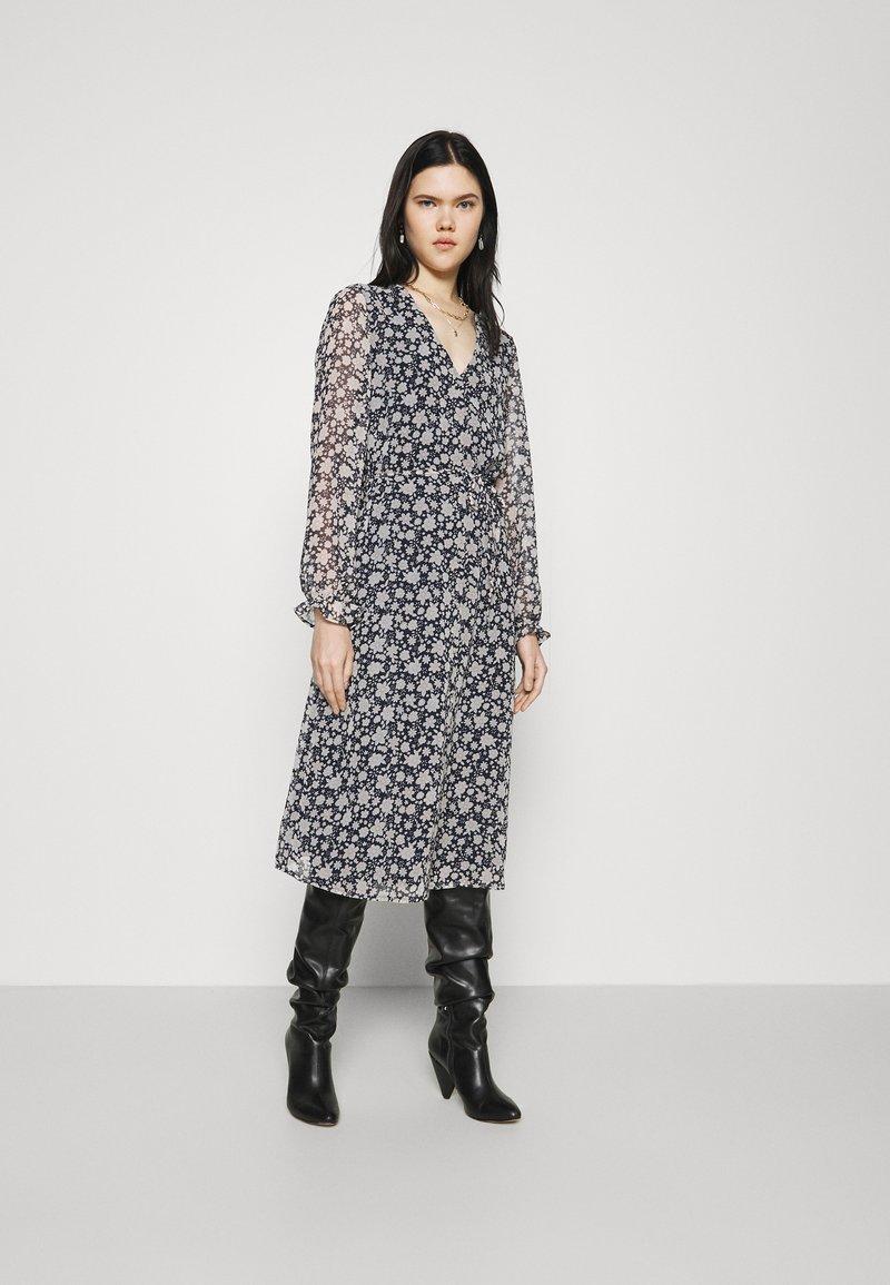 Vero Moda - CALF DRESS - Robe chemise - navy blazer