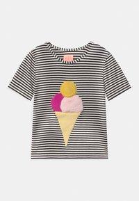 WAUW CAPOW by Bangbang Copenhagen - ICE ICE BABY - Print T-shirt - black/white - 0