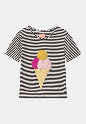 ICE ICE BABY - Camiseta estampada - black/white