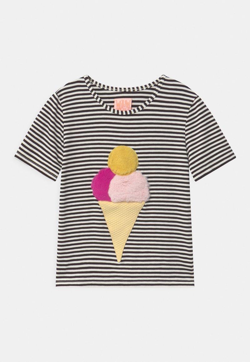 WAUW CAPOW by Bangbang Copenhagen - ICE ICE BABY - Print T-shirt - black/white