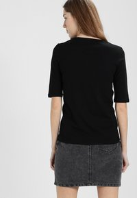 Lacoste - T-shirt basic - black - 2