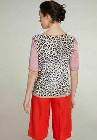 Oui - Print T-shirt - pink red - 2