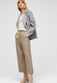s.Oliver BLACK LABEL - Trousers - beige checks - 1