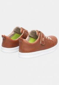 Camper - RUNNER FOUR - Sneakers basse - brown - 2