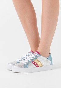 Guess - GRASEY - Joggesko - argent - 0