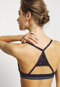 Marks & Spencer London - MOSAIC PLUNGE WITH RACERBACK - Push-up bra - navy - 4