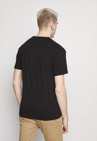 Nominal - FLORAL TEE - Print T-shirt - black - 2