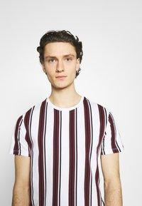 Burton Menswear London - 2 PACK - T-shirt print - white - 4
