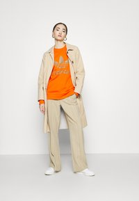 adidas Originals - CREW - Sweatshirts - energy orange/cardboard - 1