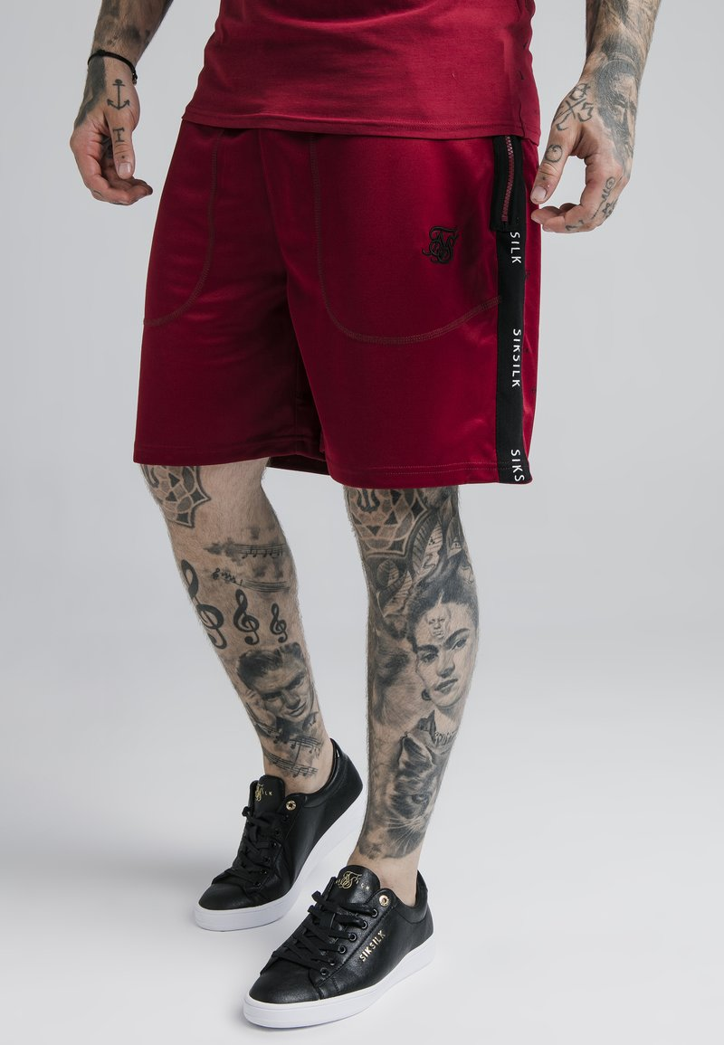 SIKSILK - SHADOW LOOSE FIT - Shorts - deep red/black