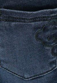 Steiff Collection - MIT NIEDLICHEM TEDDYBÄR - Straight leg jeans - mood indigo - 2