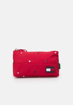 CORE PENCIL CASE HEART PRINT UNISEX - Pencil case - red