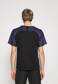 KOCHÉ - Camiseta estampada - black - 2