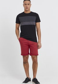 Tailored Originals - ROCKCLIFFE - Shorts - red - 1