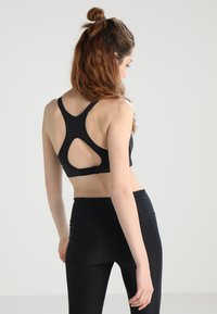 Nike Performance - RIVAL BRA HIGH SUPPORT - Sports-bh'er - black/black/white - 2