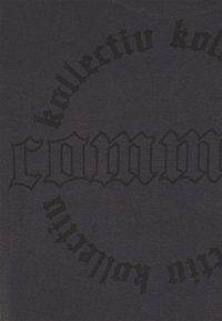 Common Kollectiv - CENTURY TEE UNISEX  - Print T-shirt - black - 7