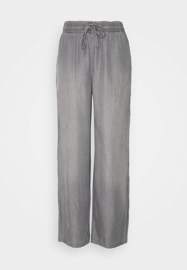 FLOATY PANTS - Kalhoty - grey medium wash