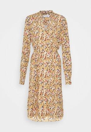 V NECK DRESS - Denní šaty - yellow
