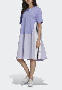 adidas Originals - Dry Clean Only xSHIRT DRESS - Jerseykjoler - light purple - 3