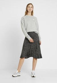Nike Sportswear - Sweatshirt - grey heather/white - 1