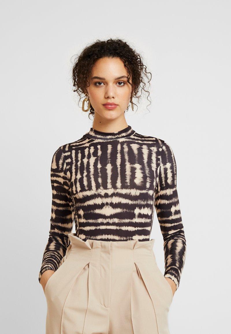 Miss Selfridge - DYE FUNNEL - Long sleeved top - multi