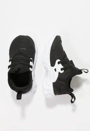 REACT PRESTO - Chaussures premiers pas - black/white