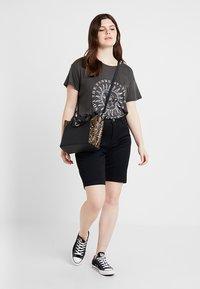 Zizzi - EMILY SLIM LEG - Shorts - black soild - 1