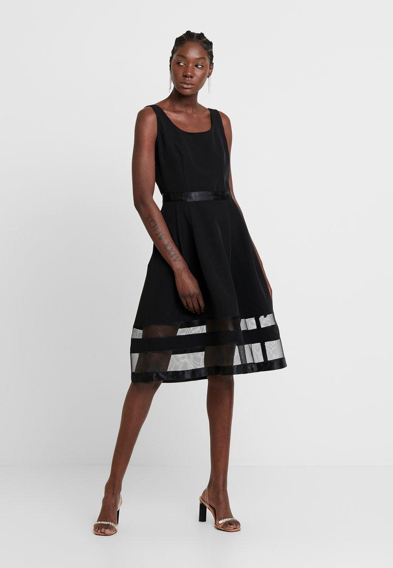 Apart - DRESS WITH ORGANZA - Sukienka koktajlowa - black