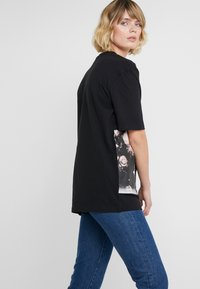 Bruuns Bazaar - LYNN ALBERTE  - Print T-shirt - black - 4