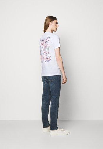 MENS SLIM FIT SCRAPBOOK - Print T-shirt - white