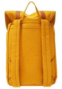 Sandqvist - STIG - Rucksack - yellow/cognac brown - 1