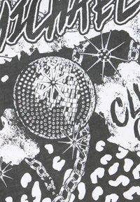 MICHAEL Michael Kors - ROCK STAR TEE - Camiseta estampada - washed black - 4
