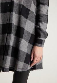 Tezenis - Shirt dress - schwarz -black/charcoal grey maxi tartan - 2