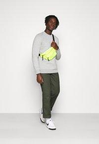 Only & Sons - ONSCERES LIFE CREW NECK - Sweatshirts - light grey melange - 1