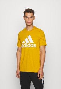 adidas Performance - ESSENTIALS SPORTS SHORT SLEEVE TEE - Print T-shirt - legacy gold - 0