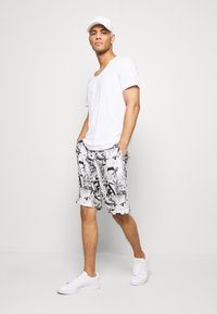 Night Addict - Shorts - white - 1