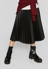 Stradivarius - PLISSIERTER ROCK - A-line skirt - black - 0
