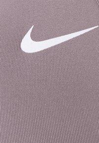 Nike Performance - FAVORITES STRAPPY BRA - Light support sports bra - purple smoke/white - 2