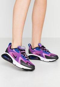 Nike Sportswear - AIR MAX 200 - Sneakers laag - hyper blue/white/vivid purple/magic flamingo/black - 0