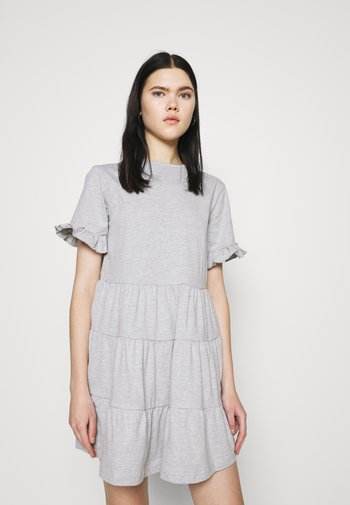 FRILL SLEEVE TIERED SMOCK DRESS