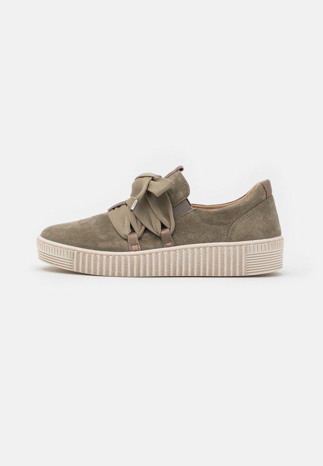 Zapatillas - salvia/bronce/beige