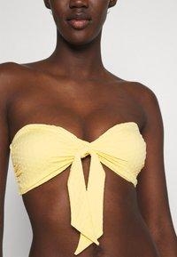 Seafolly - SPLASH DOT TWIST TIE FRONT BANDEAU - Bikini top - lemon butter - 6