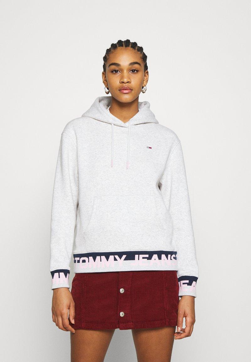 Tommy Jeans - BRANDED HEM HOOD - Hoodie - silver grey heather