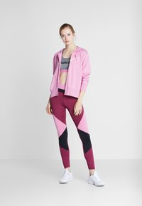 Nike Performance - W NK DRY GET FIT FC FZ H ES GX - Bluza rozpinana - magic flamingo/barely rose - 1