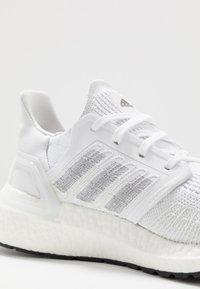 adidas Performance - ULTRABOOST 20 PRIMEKNIT RUNNING SHOES - Laufschuh Neutral - footwear white/core black - 5