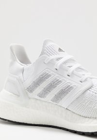 adidas Performance - ULTRABOOST 20 PRIMEKNIT RUNNING SHOES - Nøytrale løpesko - footwear white/core black - 5
