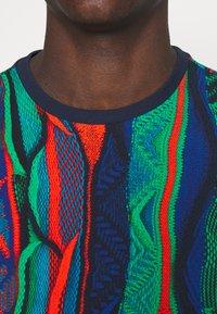 Carlo Colucci - SET - Print T-shirt - navy - 4